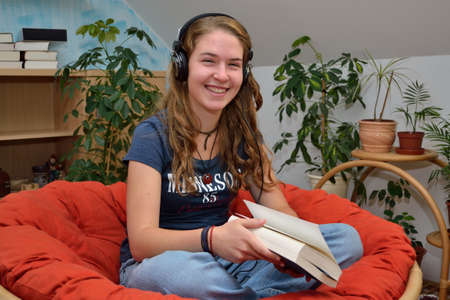 teeny: Teenager listens comfortably in room music