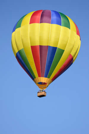 is cloudless: In a cloudless sky hovering colorful hot air balloon