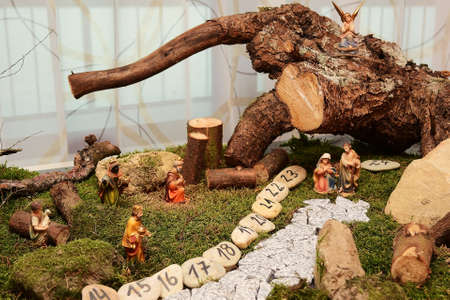 creche: Nativity scene with natural materials - advent calendar construction