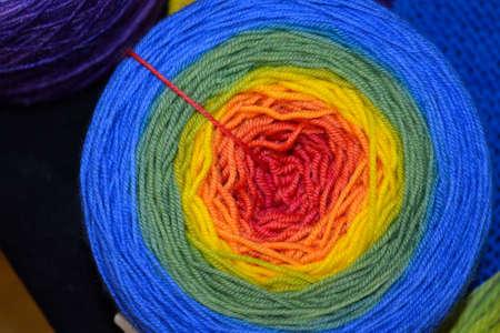 gomitoli di lana: gomitoli di lana multicolori - primo piano