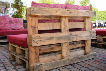 rustic seating and wooden furniture from pallets - Upcycling