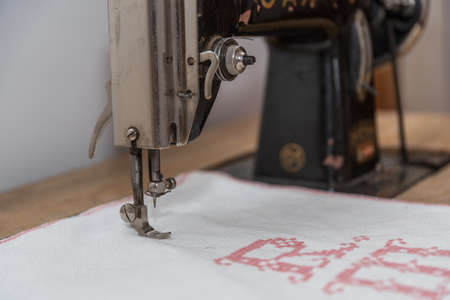 old antique sewing machine is used to embroider - close-up Banque d'images - 125150304