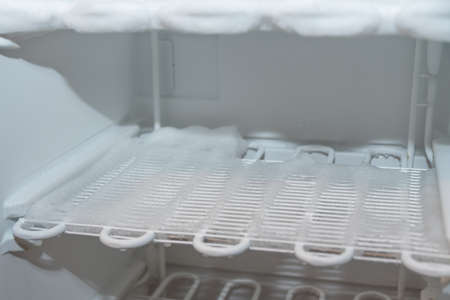 iced freezer - Close-up of refrigerated louvres of a freezer with ice coating Zdjęcie Seryjne