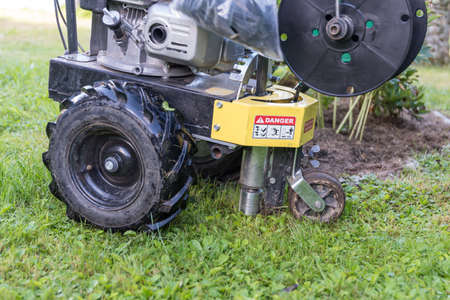 Cable laying machine for robotic lawnmowers - boundary wire limitation
