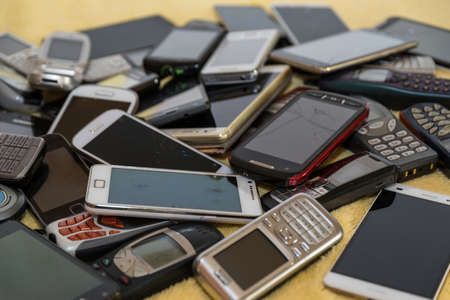 Collection of disused smartphones for recycling valuable raw materials