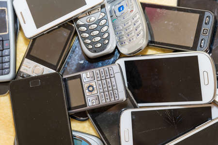 Old cell phone collection - recycling of valuable raw materials from smartphones Standard-Bild