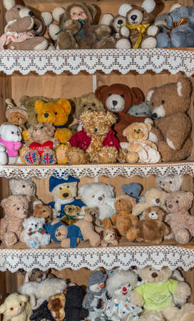 colorful hand-sewn plush bears and teddy bears - soft toys and cuddly toys Standard-Bild