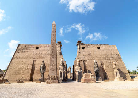 Entrance to Luxor Temple, a large Ancient Egyptian temple complex located on the east bank of the Nile River in the city today known as Luxor (ancient Thebes). Was consecrated to the god Amon-Ra 版權商用圖片