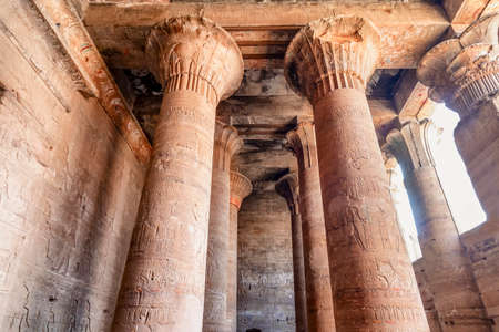 Columns with hieroglyphs and polychromy at Edfu Temple showing, Dedicated to the Falcon God Horus, Located on the west bank of the Nile, Edfu, Upper Egypt 新聞圖片