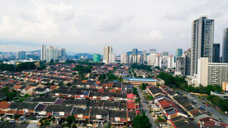Skyline of the SS2 neighborhood of Petaling Jaya with houses, schools, and commercial buildings in the background, Selangor, Malaysia 스톡 콘텐츠