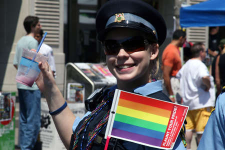 RCMP policewoman waves rainbow flag on Pride parade in Toronto, Canada in 2007 Éditoriale
