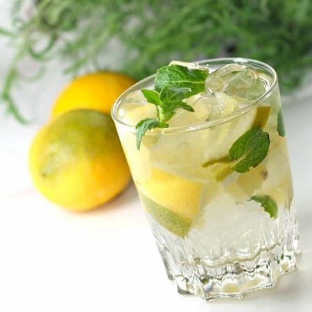 boisson � la menthe dans un verre