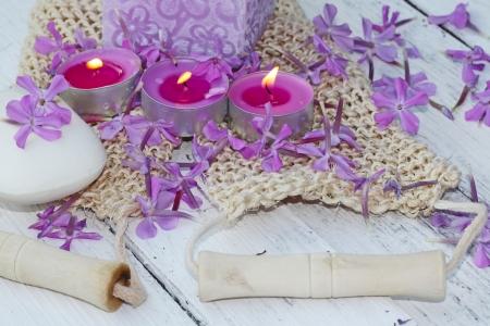 r�glage spa avec bougies et de savon Banque d'images
