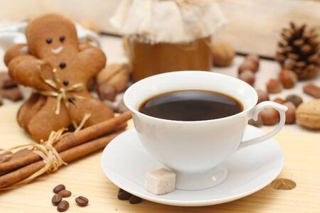 gingerbread cake: gingerbread man an coffee