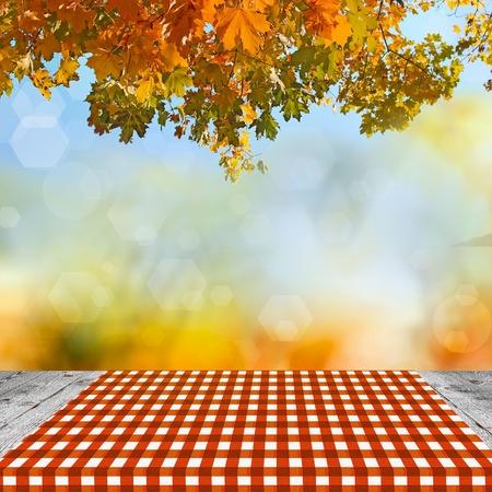 Table en bois vide pour montages de pr�sentation de produits