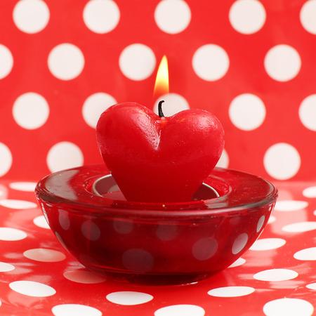bougie coeur: bougie allum�e de coeur sur le point de polka