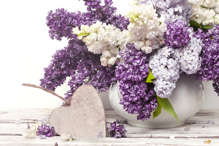 Beautiful Bunch of Lilac in the Vase Imagens - 25751019