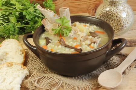 pearl barley: barley soup with ribs and mushrooms