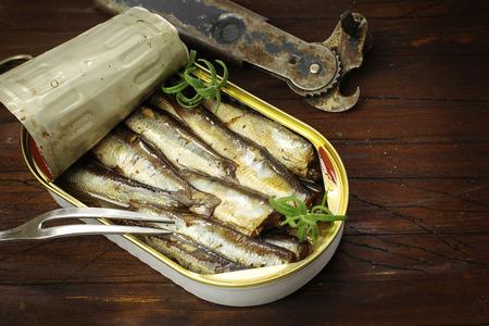 Sardines, sprats en conserve dans une boîte