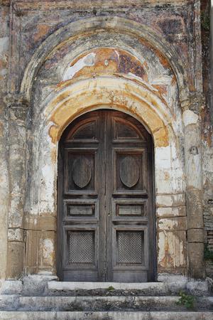 puertas antiguas: puertas antiguas. Grecia Foto de archivo
