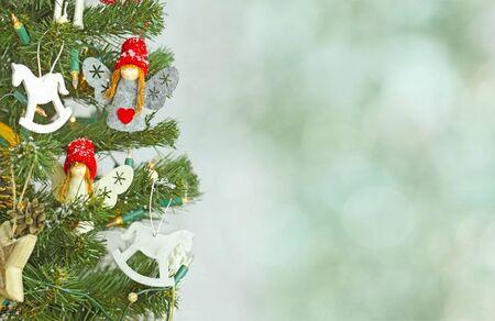 motivos navideños: Árbol de navidad y las decoraciones de Navidad Foto de archivo