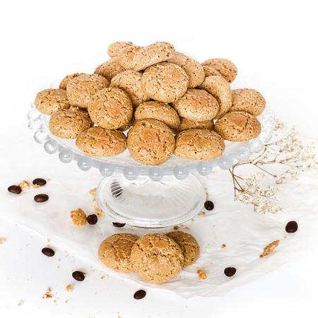 Tazza di caffè con biscotti amaretti