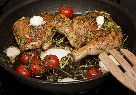 Roasted chicken legs with white cheese and tomatoes Stok Fotoğraf