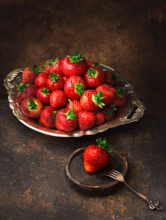 reds beautiful and juicy harvested strawberries 版權商用圖片