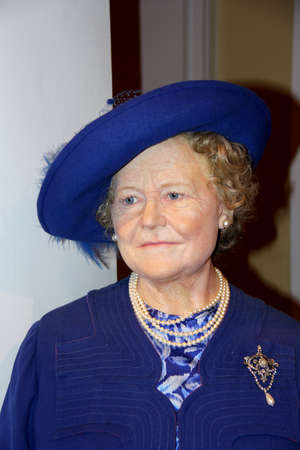 London, - United Kingdom, 08, July 2014. Madame Tussaud's in London.  Waxwork statue of  Elizabeth the Queen Mother . Created by Madam Tussaud's in 1884. Madam Tussaud's is a waxwork museum and tourist attraction. 新闻类图片