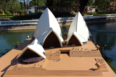 Pattaya City, Chonburi Province, Thailand - Mart 17, 2018: Mini Siam miniature park - Replica sight of Australia The Opera House , Sydney 報道画像
