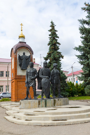 Monument to defenders Yelets installed on Red Square in 1996 in honor of the 850th anniversary of the founding of the city. It symbolizes the unity of generations of Fatherland defenders. Sculptor Kravchenko. 3 meters high stood the prince, symbolizing co Editorial