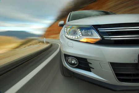 xenon: Dynamic driving an SUV in a curve