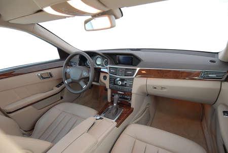 Innenansicht eines modernen Autos Standard-Bild - 33418472