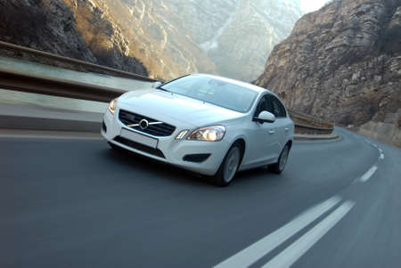 auto in beweging gefotografeerd vanaf de voorzijde
