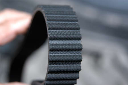 Timing belt drive presents its toothed surface
