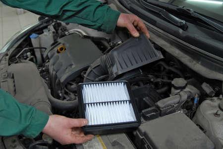 replacement of car air filter Foto de archivo