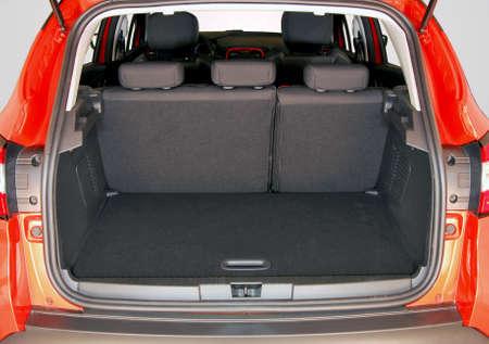 Leeren Kofferraum Standard-Bild - 33935408