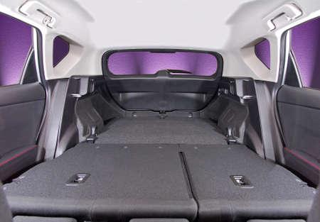 asiento coche: maletero del coche con los asientos traseros plegados, vista interior