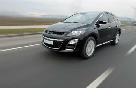 Speedy SUV Standard-Bild - 52156627