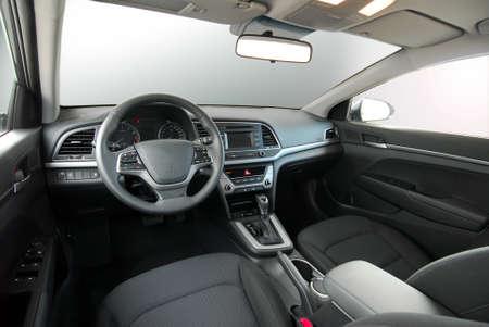 deska rozdzielcza nowoczesnego samochodu