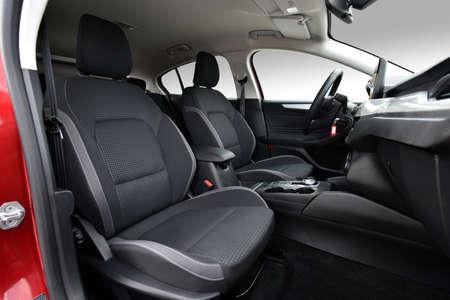 Przednie fotele nowoczesnego samochodu osobowego Zdjęcie Seryjne