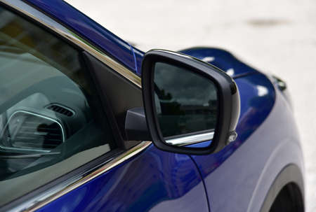 Side mirror with turn signal of a car Banque d'images