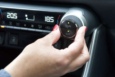 setting the temperature of the car's automatic air conditioning