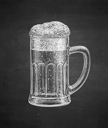 Mug of beer. Chalk sketch on blackboard background. Hand drawn vector illustration. Retro style. Stock Illustratie
