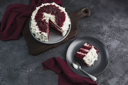 Red velvet cake on dark background, flatlay top view. Sweet dessert for the holiday. Copy space 版權商用圖片