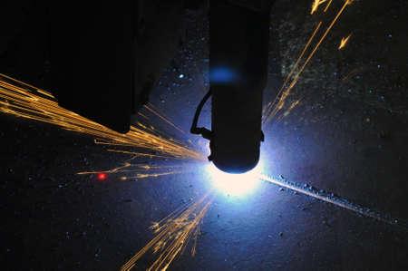 Metal cutting process using plasma cutting machine