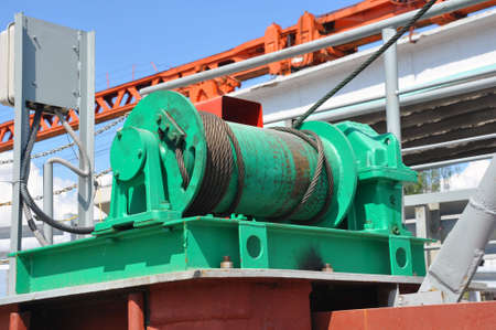 Wire rope sling or cable sling on crane reel drum or winch roll of crane the lifting machine 版權商用圖片 - 123382288