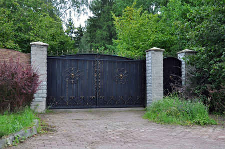 Iron front gate of a beautiful luxury home. Banco de Imagens