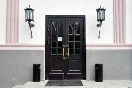 Classic front door with double glazing and two large front lights. Porch 版權商用圖片