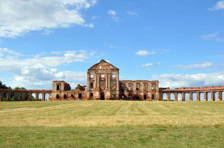 View of the ruins of the Ruzhany Palace in Belarus on a summer sunny day 版權商用圖片